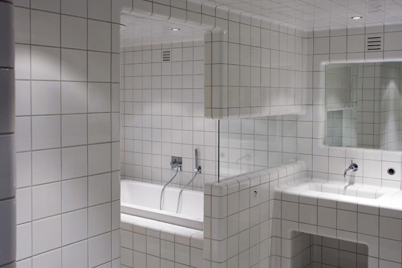 белая плитка в ванную принципы применения и основные комбинации